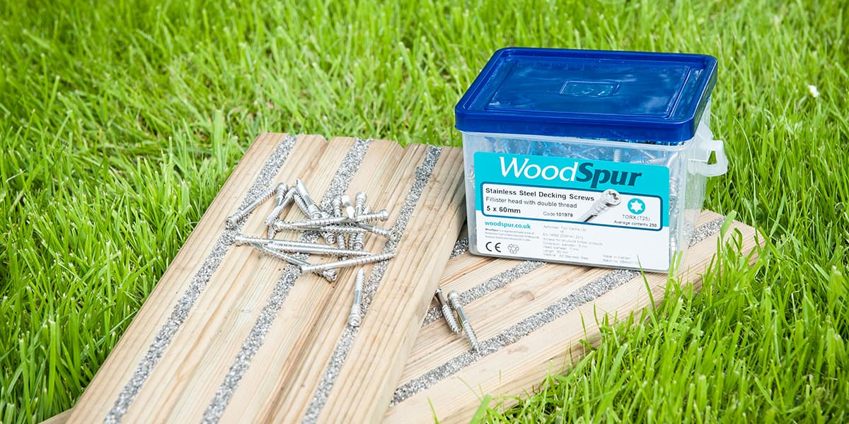 Terasové skrutky od WoodSpur
